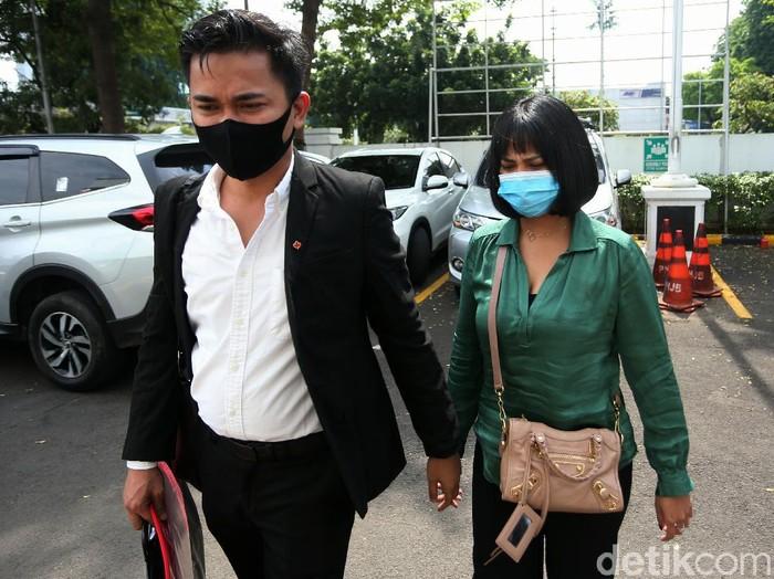Vanessa Angel dituntut 6 bulan penjara atas kasus kepemilikan 20 butir pil Xanax. Ia juga dihukum membayar denda sebesar Rp 10 juta subsider 3 bulan kurungan.