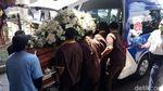 Jenazah Robby Sumampow Diberangkatkan ke Pemakaman