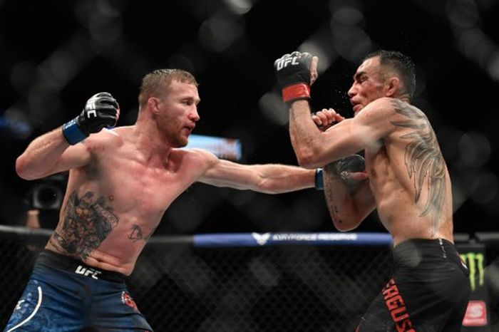 JACKSONVILLE, FL - MAY 09: Justin Gaethje (L) of the United States fights Tony Ferguson (R) of the United States in their Interim lightweight title fight during UFC 249 at VyStar Veterans Memorial Arena on May 9, 2020 in Jacksonville, Florida.   Douglas P. DeFelice/Getty Images/AFP