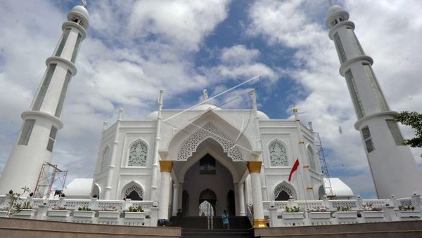 masjid tersebut diketahui telah dibangun sejak tahun 2017 silam dan baru dibuka awal September kemarin (ANTARA FOTO/Iggoy el Fitra/hp)