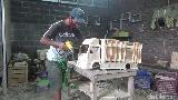 Di Tangan Warga Lumajang, Limbah Mebel Diubah Jadi Miniatur Truk Bernilai Jutaan