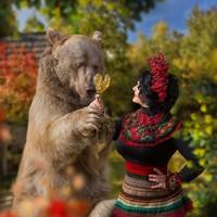 Hasil jepretan Stephan sebagai model bisa traveler lihat di dalam akun Instagram Mila. Ragam pose beruang ini gemas dan membuat kita takjub. Keren! (dok Mila Zhdanova)