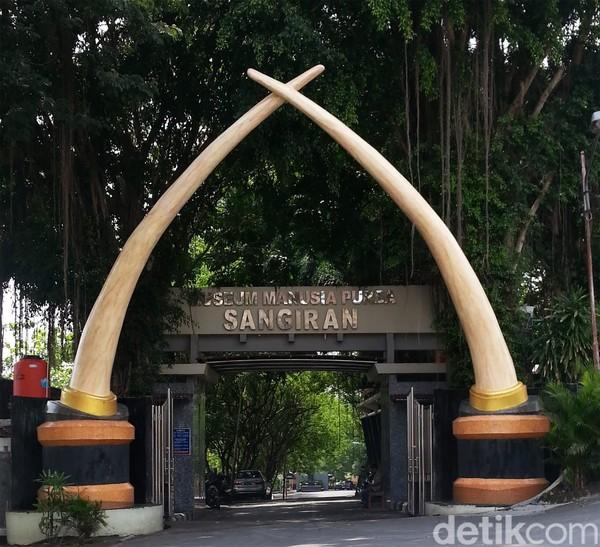 Situs Purbakala Sangiran berada di daerah Sragen, Jawa Tengah. Situs ini termasuk tempat wisata Indonesia yang diakui UNESCO pada 1996 dengan julukan Sangiran Early Man Site. (Andika Tarmy)