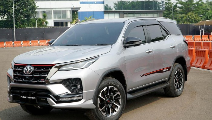 New Kijang Innova dan New Fortuner