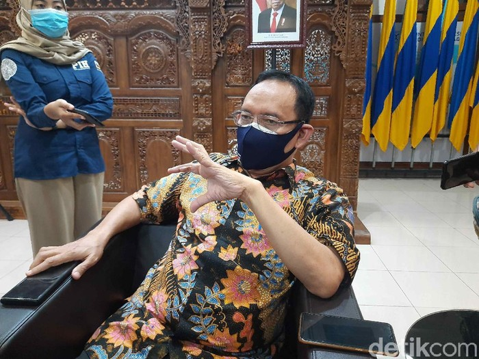 Ada lima kombinasi obat COVID-19 yang diteliti Universitas Airlangga (Unair) Surabaya. Tiga di antaranya telah melalui uji klinis.