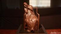 Tidak hanya karya lukis, namun juga ada karya patung dari dalam pagelaran pameran seni rupa yang diselenggarakan di gedung Perpustakaan Nasional, Jakarta.