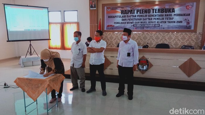 Penetapan daftar pemilih tetap (DPT) Pilkada Klaten 2020 di KPU Kabupaten Klaten, Kamis (15/10/2020)