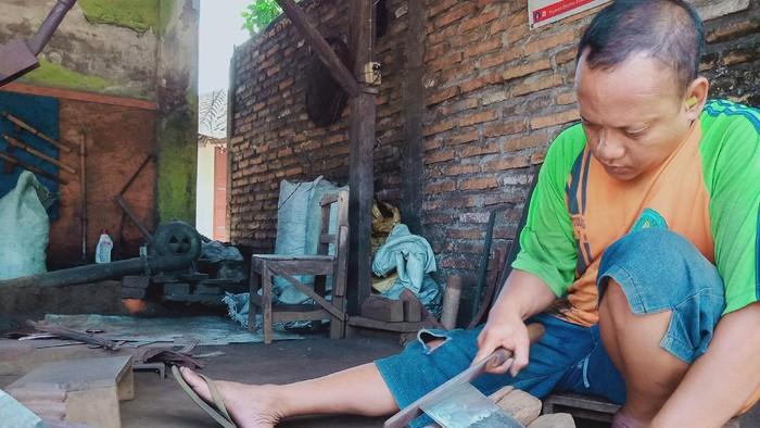 Perajin cangkul di Klaten terimbas pandemi COVID-19