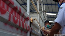 Puluhan Truk di Karawang Dipotong Gegara Kelebihan Ukuran