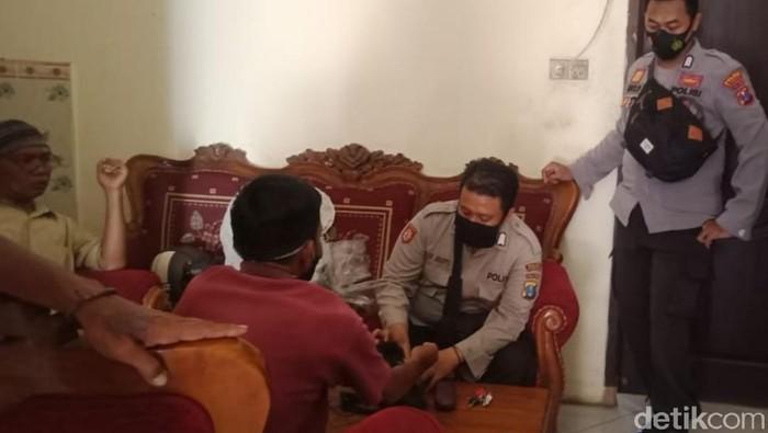 Pria Asal Banyuwangi Diringkus Polisi Karena Tepergok Jual Emas Imitasi