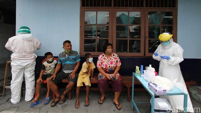 Hasil swab 17 warga yang diisolasi di sebuah SD di Kelurahan Gandekan, Jebres, Solo, menunjukkan enam orang positif virus Corona.