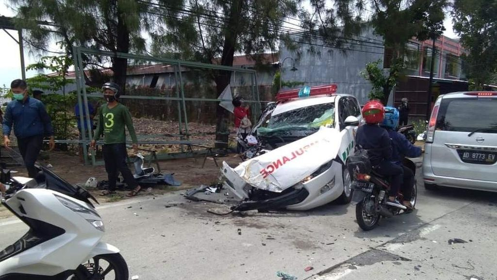 Kecelakaan Ambulans Vs Truk di Karanganyar, Sopir Patah Kaki