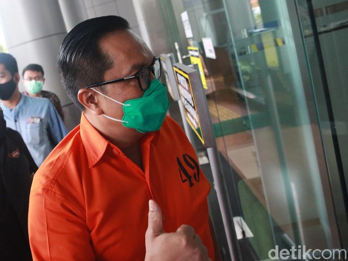 Bareskrim Polri bakal melimpahkan tahap II perkara penghapusan red notice Djoko Tjandra ke Kejaksaan Negeri (Kejari) Jakarta Selatan, Jumat (16/10/2020). Dua jenderal polisi yang menjadi tersangka dalam kasus itu mendatangi Kejaksaan Negeri Jakarta Selatan. Salah satunya Brigjen Prasetijo Utomo.