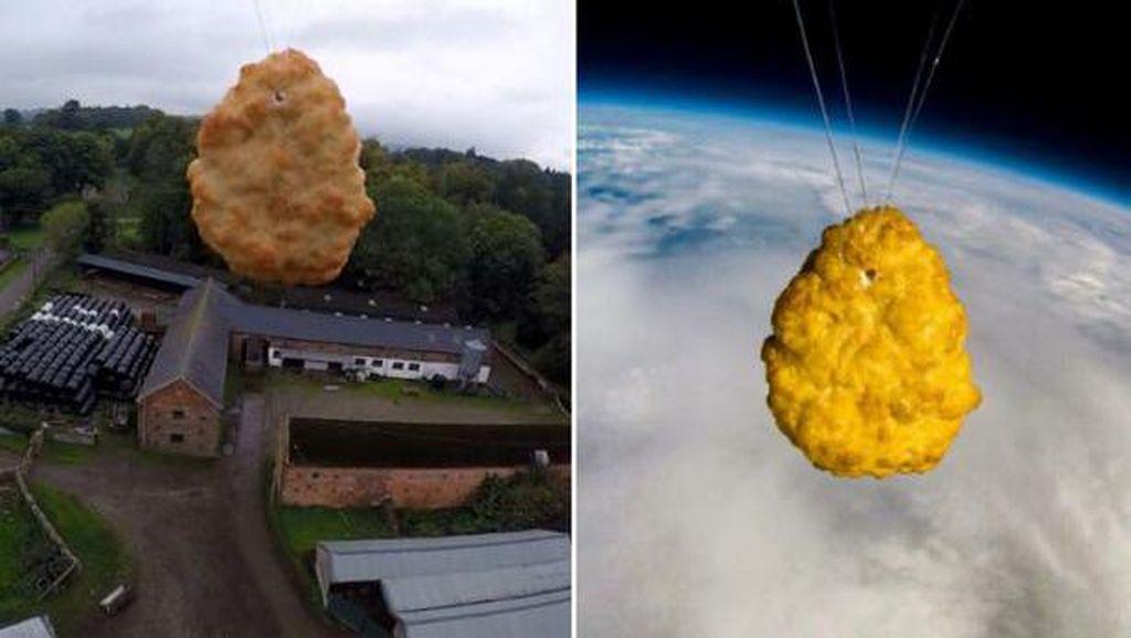 Ulang Tahun ke-50, Supermarket Islandia Kirim Chicken Nugget ke Luar Angkasa