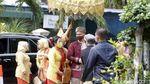 Penampakan Indra Priawan saat Tiba di Rumah Nikita Willy