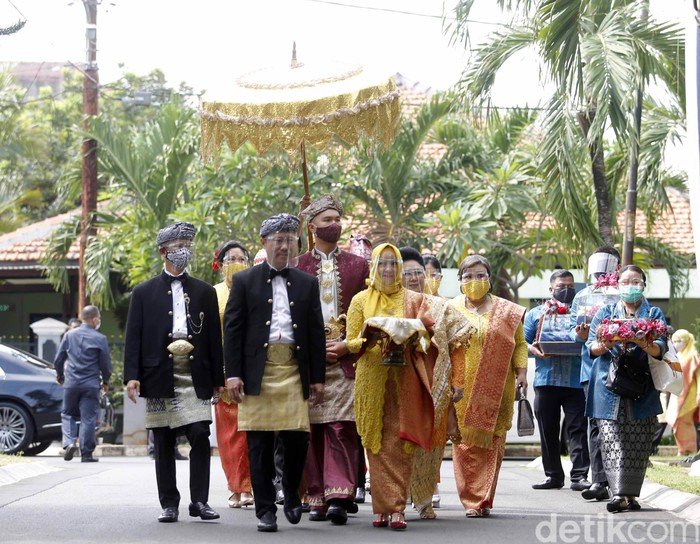 Indra Priawan saat ditemui di kediaman Nikita Willy di Jatiwaringin.
