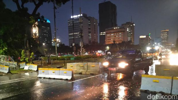 Jalan MH Thamrin arah Jalan Medan Merdeka Barat