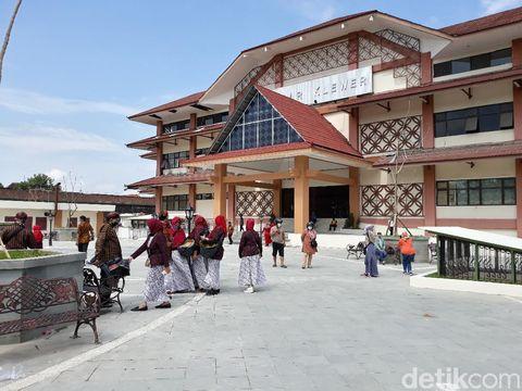 Kirab Budaya Pedagang Pasar Klewer, Solo, Jumat (16/10/2020).