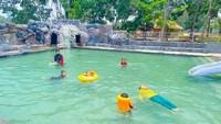 Selain menghadirkan banyak spot foto, MBS juga memiliki kolam renang anak (mahonibangunsentosa/Instagram)