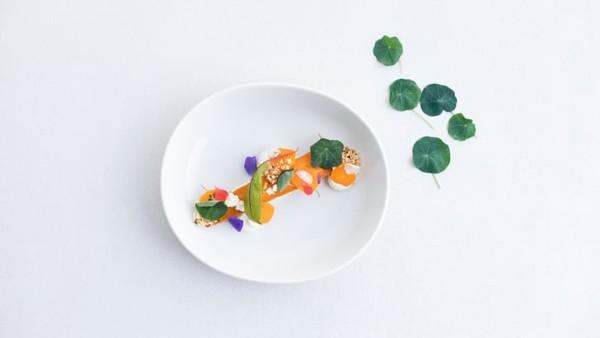 Dalam usaha bisnis terbaru, maskapai penerbangan Finlandia ini mulai menjual makanan siap saji yang terinspirasi dari penawaran di kelas bisnis. Lokasi penjualannya di toko bahan makanan di Kota Vantaa, Finlandia.