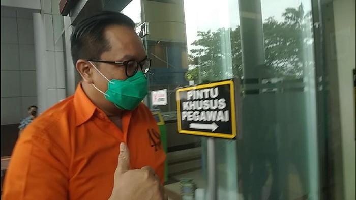 Pelimpahan Kasus Red Notice, 2 Jenderal Polri Kini Pakai Baju Tahanan