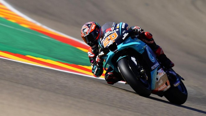 Petronas Yamaha SRTs French rider Fabio Quartararo rides during the first MotoGP free practice session of the Moto Grand Prix of Aragon at the Motorland circuit in Alcaniz on October 16, 2020. (Photo by JOSE JORDAN / AFP)