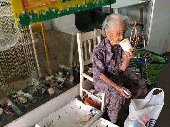 Salut! 5 Penjual Makanan Renta, Ada yang Berusia 129 Tahun