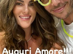 Gaya Konyol Valentino Rossi Sebelum Positif Corona, Temani Pacar Ultah
