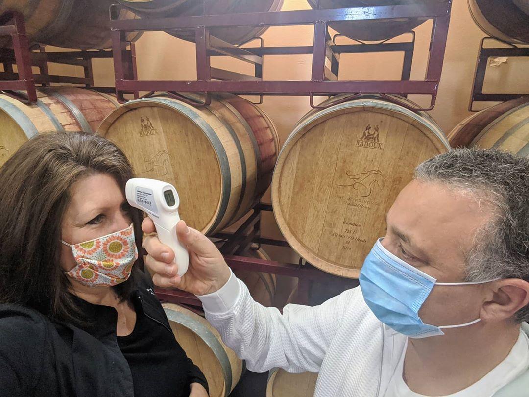 Cegah Covid-19, Restoran Ini Pasang Lampu Pembunuh Virus