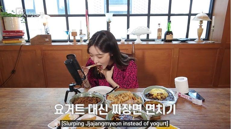 ChungHa Mukbang ASMR Jjajangmyeon