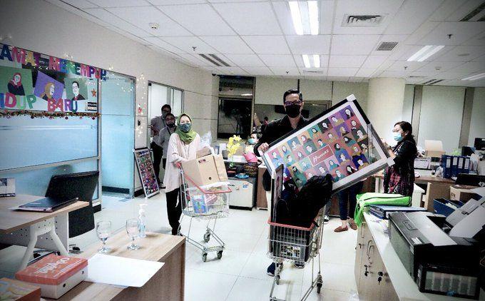Foto slip gaji yang diunggah Febri Diansyah lewat akun Twitternya
