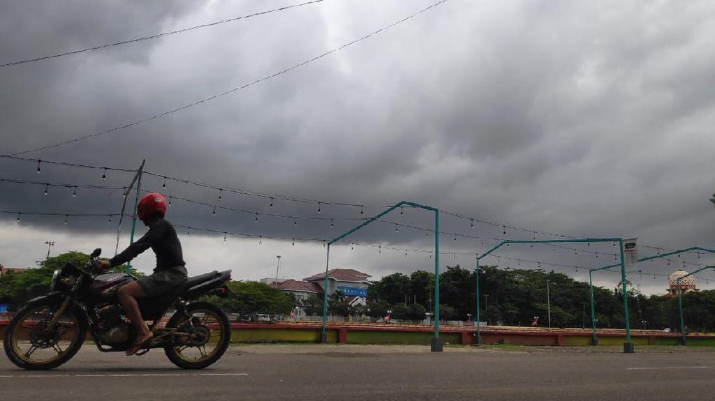 Pagi Diguyur Hujan, Begini Prakiraan Cuaca di Bandung dan Sekitarnya