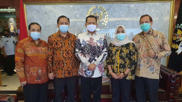 Ketua MPR Bambang Soesatyo menerima Asosiasi Perusahaan Laboratorium Pengujian dan Kalibrasi Alat Kesehatan (Alfakes). Pertemuan itu membahas masalah kesehatan.