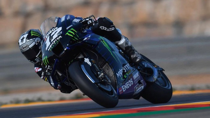 ALCANIZ, SPAIN - OCTOBER 16:    Maverick Vinales of Spain and Monster Energy Yamaha MotoGP Team rounds the bend during the free practice for the MotoGP of Aragon at Motorland Aragon Circuit on October 16, 2020 in Alcaniz, Spain. (Photo by Mirco Lazzari gp/Getty Images)