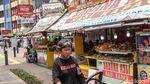 Pedagang Makanan Bertahan di Masa PSBB