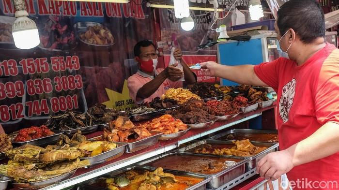 Bisnis kuliner ikut terdampak aturan PSBB. Menurut pedagang, sejumlah aturan terkait bisnis restoran saat PSBB Jakarta cukup menurunkan angka penjualan.