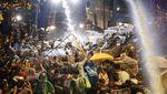 Potret Demonstran Thailand Ditembak Water Canon