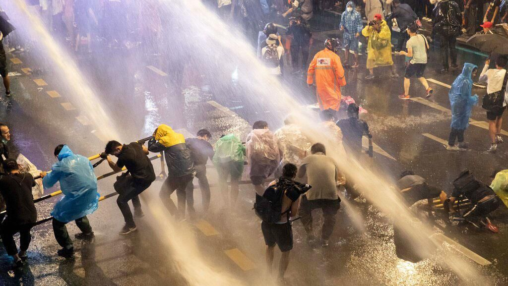 Ribuan Demonstrans Pro-demokrasi Thailand Kembali Turun ke Jalan