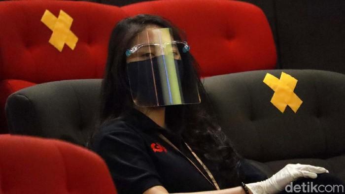 Sembilan bioskop di Kota Bandung, telah diijinkan beroperasi. Namun sepekan setelah dibuka, jumlah penonton bioskop masih rendah.