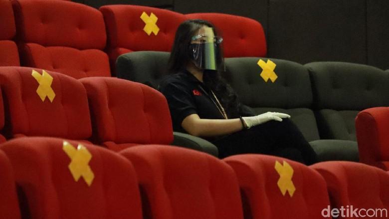 Sepekan dibuka, kunjungan ke bioskop di Kota Bandung, Jawa Barat belum mengalami peningkatan kunjungan. Jumlahnya tak sampai setengah kapasitas.