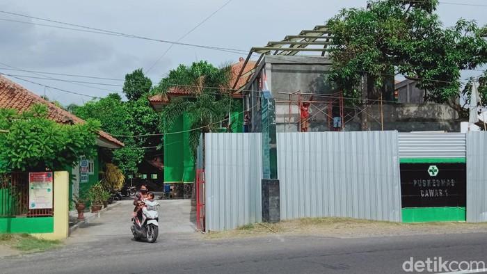 Suasana di Puskesmas Cawas, Klaten. Bangunan bagian depan sedang direhab, Sabtu  (17/10/2020).