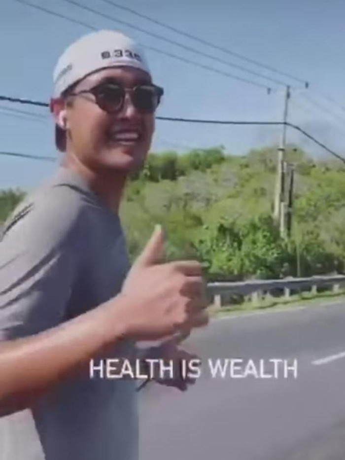 Video viral pria diduga Richard Muljadi joging di daerah Denpasar (Screenshot video viral)