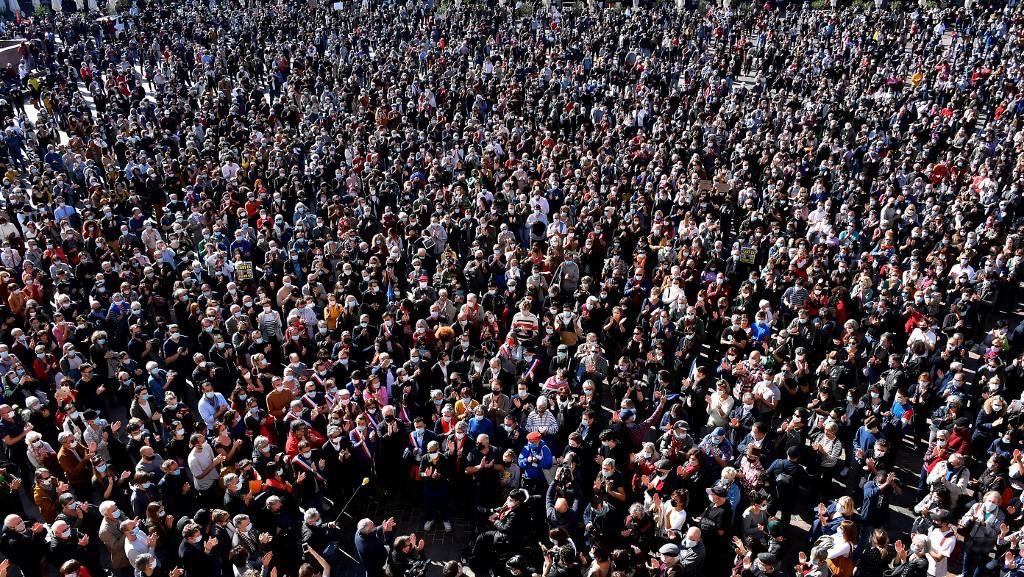 Ribuan Orang Aksi Solidaritas Pemenggalan Guru, PM Prancis: Kami Tidak Takut