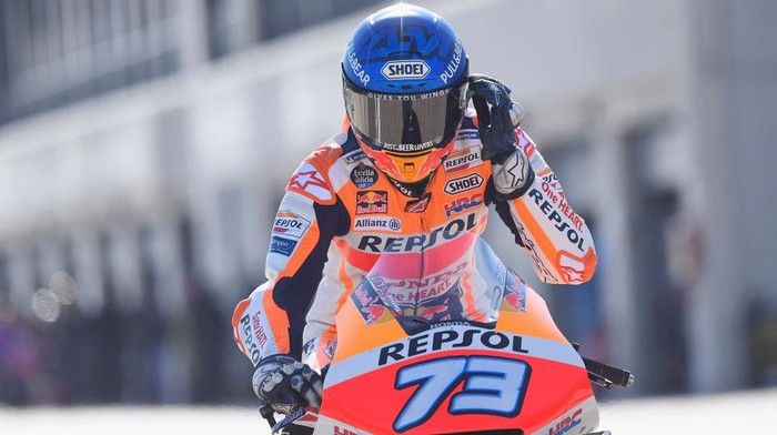 ALCANIZ, SPAIN - OCTOBER 17: Alex Marquez of Spain and Repsol Honda Honda starts from box during the qualifying for the MotoGP of Aragon at Motorland Aragon Circuit on October 17, 2020 in Alcaniz, Spain. (Photo by Mirco Lazzari gp/Getty Images)
