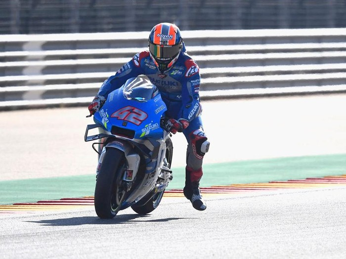 ALCANIZ, SPAIN - OCTOBER 17: Alex Rins of Spain and Team Suzuki ECSTAR heads down a straight during the qualifying for the MotoGP of Aragon at Motorland Aragon Circuit on October 17, 2020 in Alcaniz, Spain. (Photo by Mirco Lazzari gp/Getty Images)