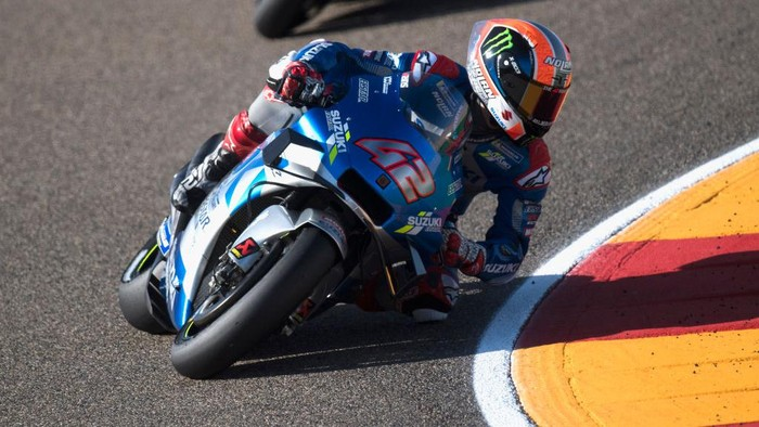ALCANIZ, SPAIN - OCTOBER 17: Alex Rins of Spain and Team Suzuki ECSTAR rounds the bend  during the qualifying for the MotoGP of Aragon at Motorland Aragon Circuit on October 17, 2020 in Alcaniz, Spain. (Photo by Mirco Lazzari gp/Getty Images)