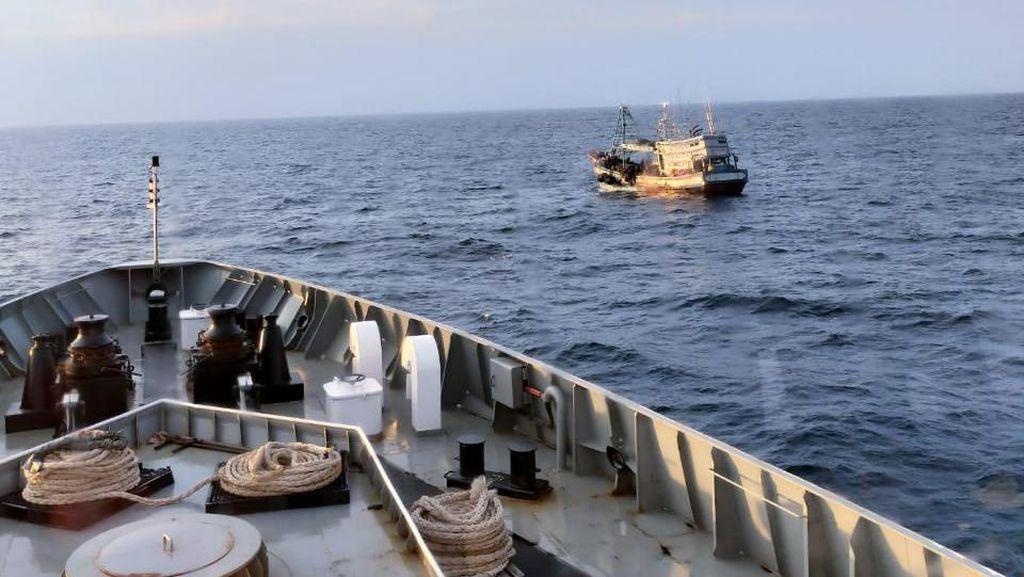 Bakamla Tangkap 2 Kapal Pencuri Ikan Asal Vietnam di Perairan Natuna