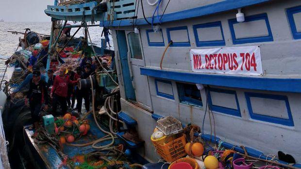 Bakamla Tangkap 2 Kapal Pencuri Ikan Asal Vietnam.