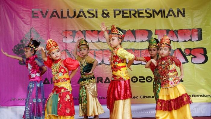 Bosen Sekolah Daring? yuk belajar tari jaipong di Bandung