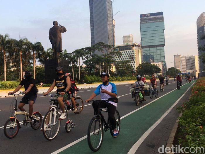 DKI PSBB Transisi, Sudirman-Thamrin Tetap Ramai di Minggu Pagi